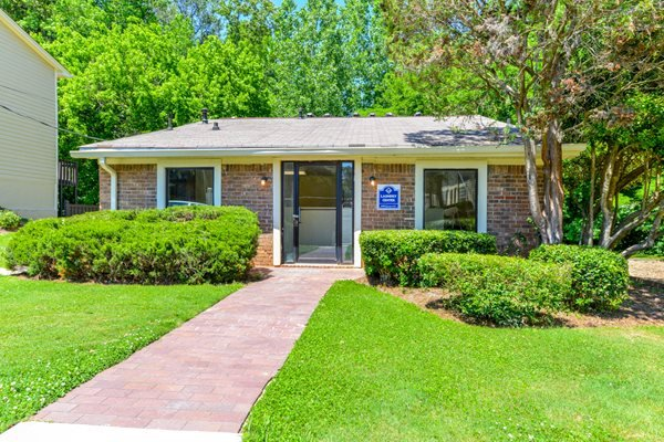 Clothes Care Facility at Stonetree Apartments | East Point, GA 30344