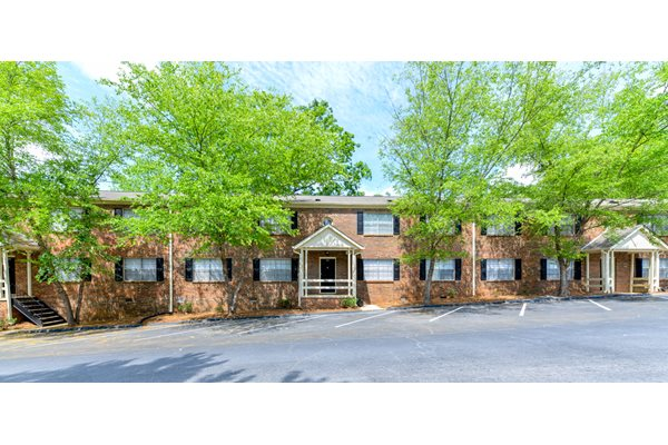 Professional Landscaping at Stratford Arms Apartment Homes | Riverdale, GA 30274