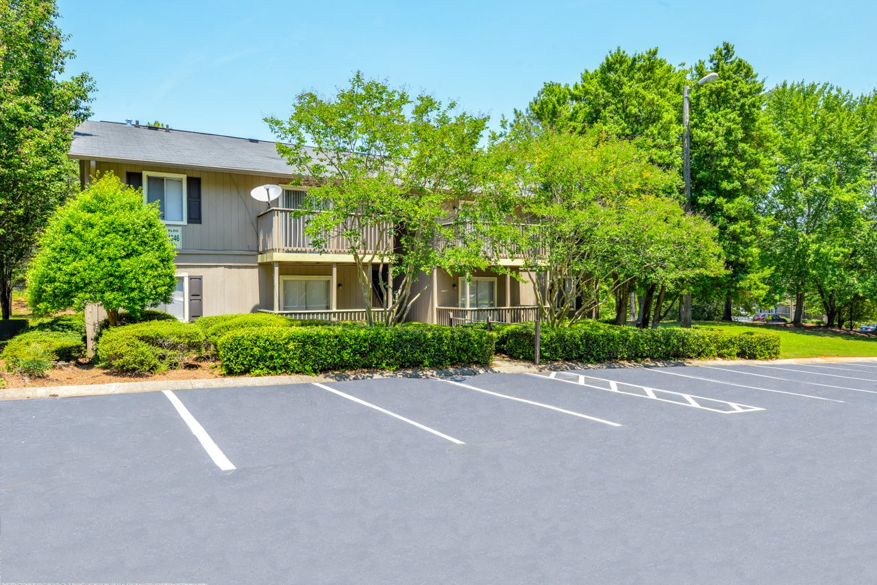 Lush Landscaping at The Village at Wesley Chapel | Decatur, GA 30034