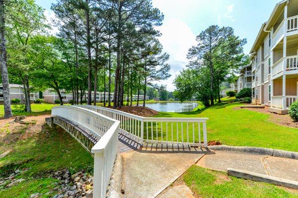 Picnic Area at Willow Lake Apartment Homes   Stone Mountain, GA 30083