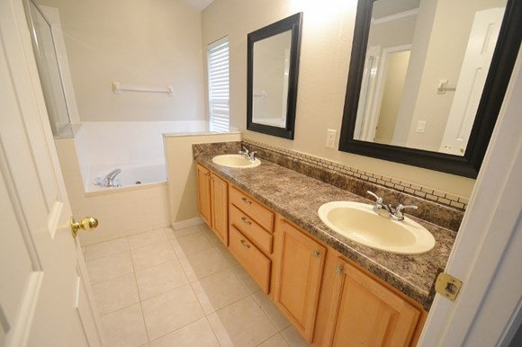 7133 Colony Pointe Dr Photo Gallery 10
