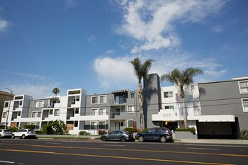 5717 Laurel Canyon Blvd 1-2 Beds Apartment for Rent Photo Gallery 1