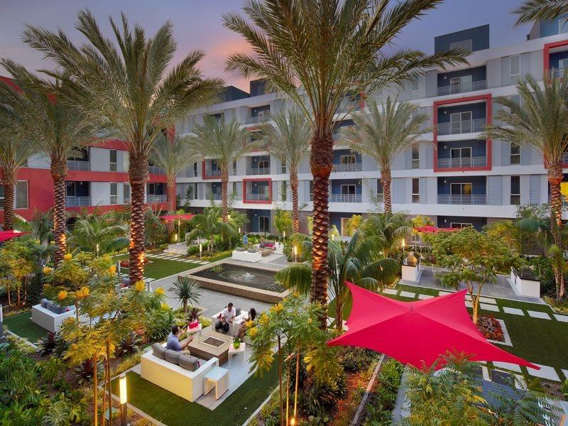 The-Marke-Amenities-Courtyard-Barbeque-Santa-Ana