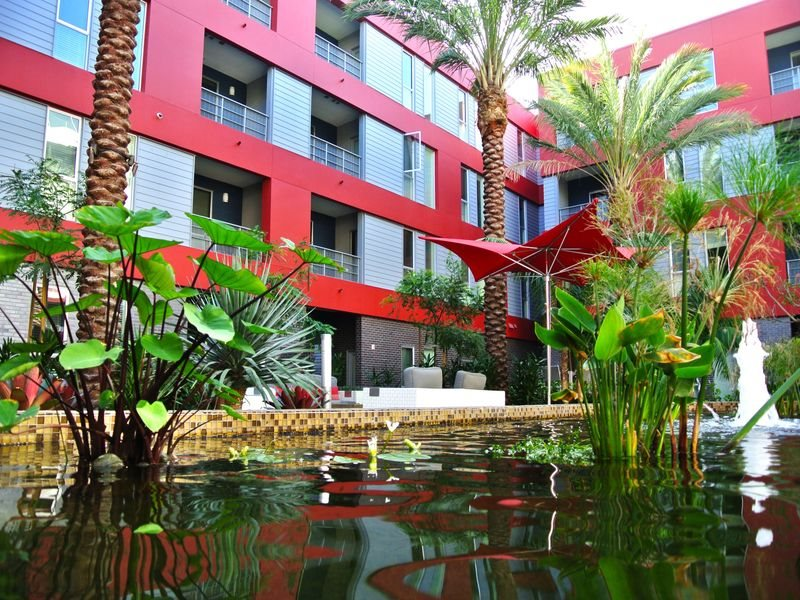 The-Marke-Amenities-Courtyard-Pond