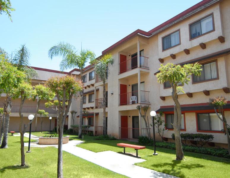 Fashion Hills Terrace Apartments in San Diego, CA