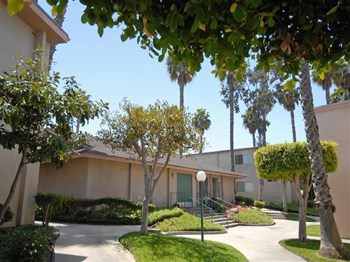 3235 Armstrong St 1-2 Beds Apartment for Rent Photo Gallery 1