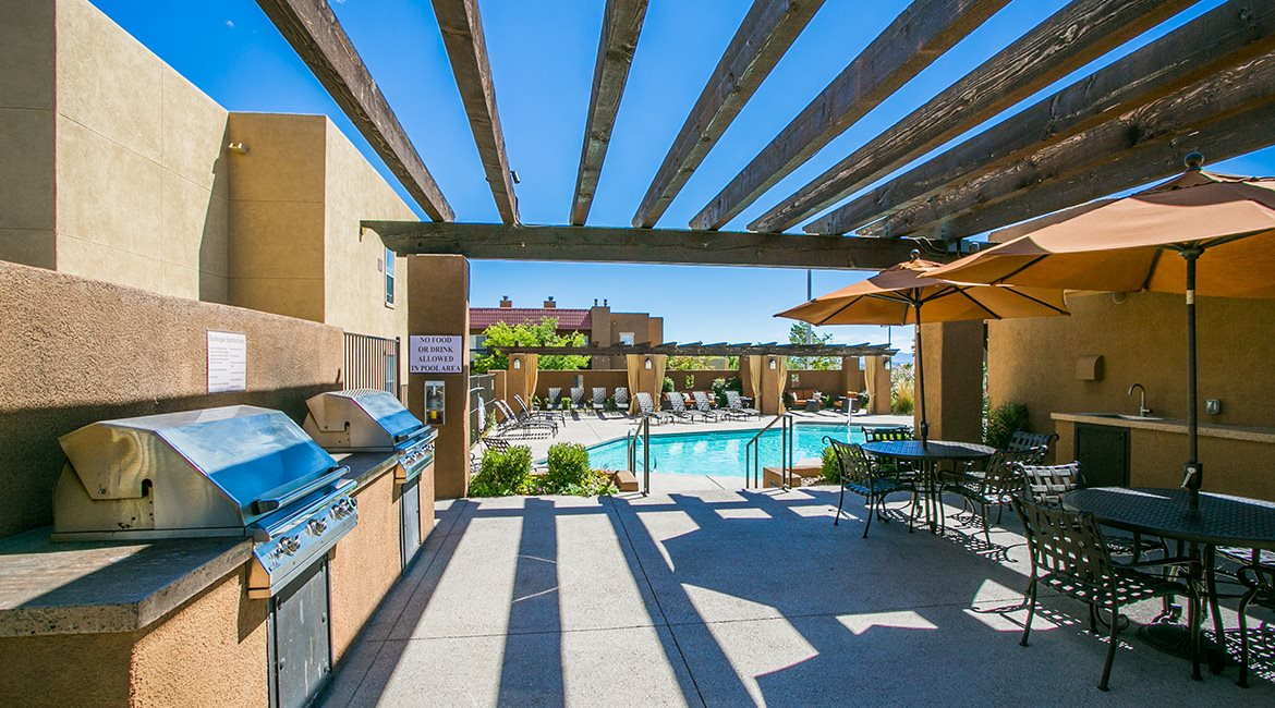 Picture of BBQ Grills and Picnic Area at top rated apartments in albuquerque nm