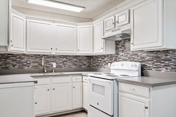 941 & 945 S. Osage Avenue 1-3 Beds Apartment for Rent Photo Gallery 1
