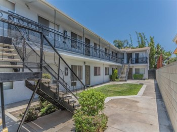 524 Almond Avenue 2-3 Beds Apartment for Rent Photo Gallery 1