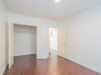 1120 Linden Avenue 1-2 Beds Apartment for Rent Photo Gallery 1