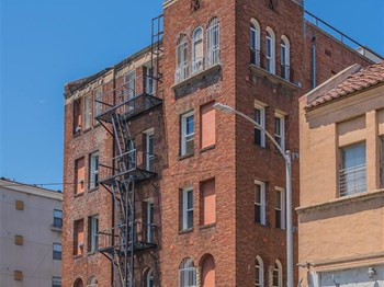 717 S. Carondelet Street Studio-1 Bed Apartment for Rent Photo Gallery 1