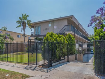 2056-2058 Harvard Blvd 2 Beds Apartment for Rent Photo Gallery 1