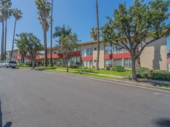 3939 Roxanne Avenue 3 Beds Apartment for Rent Photo Gallery 1