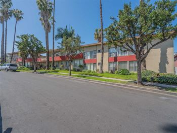 3939 Roxanne Avenue 1-3 Beds Apartment for Rent Photo Gallery 1