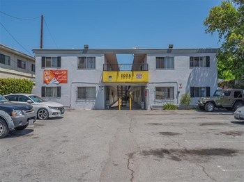 1075 W. 39th Street 1-2 Beds Apartment for Rent Photo Gallery 1