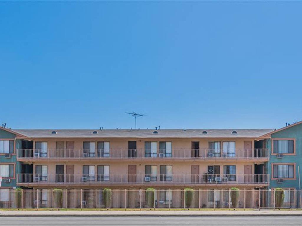 730 740 W. El Segundo Blvd Studio 3 Beds Apartment For Rent Photo