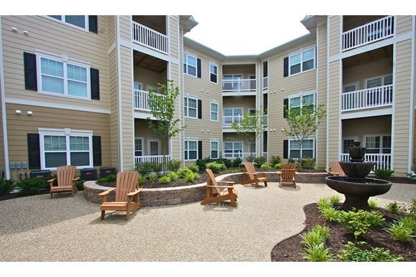 Courtyard with Park Like Settings at Aventura at Forest Park, Missouri