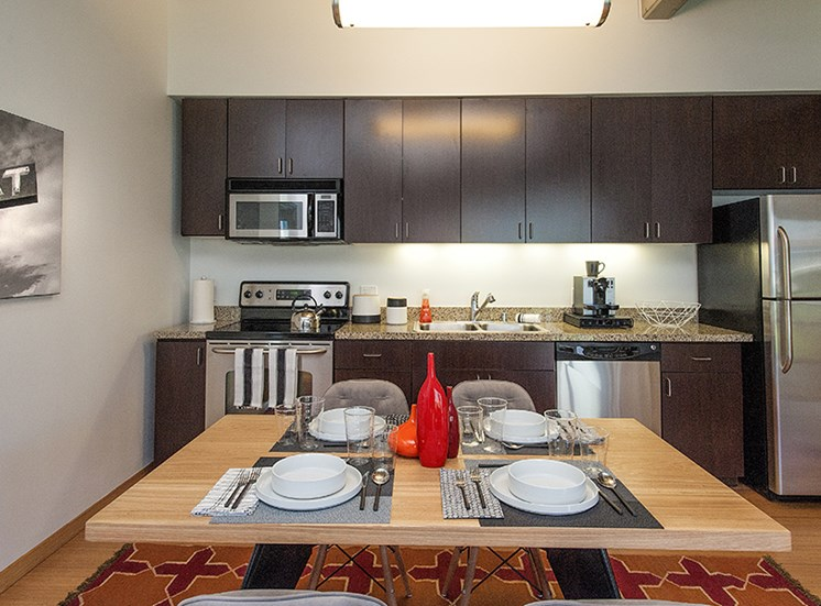 Modern Appliances & Finishes