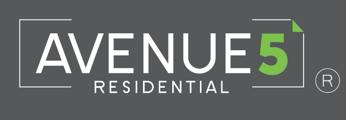 Avenue5 Logo White with Green 4c Registered with grey background
