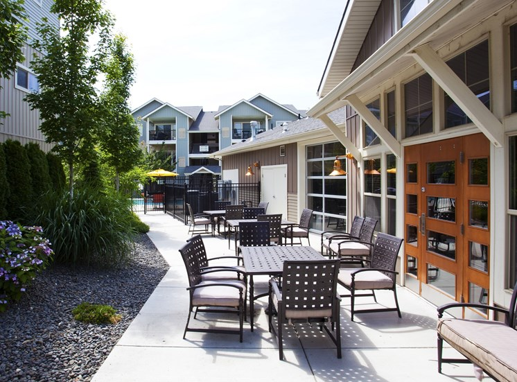 Island View Apartments_Richland WA_Community Patio Seating