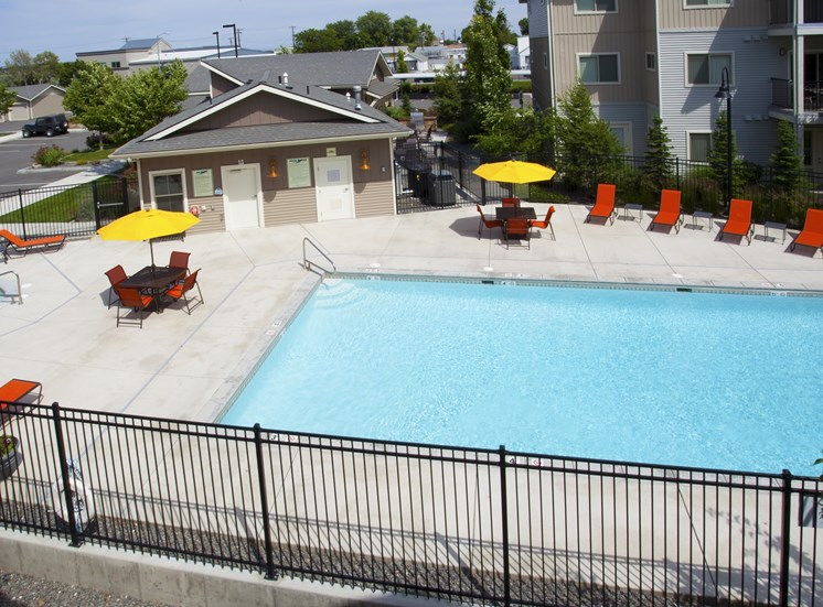 Island View Apartments_Richland WA_Community Pool Deck