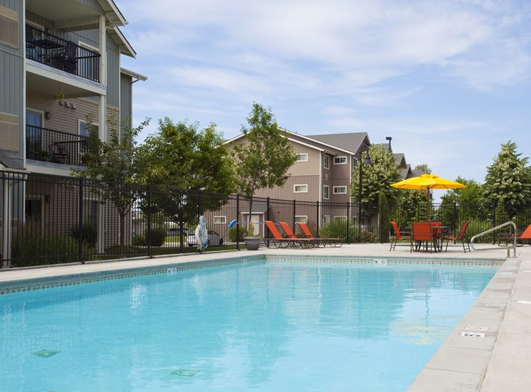 Island View Apartments_Richland WA_Community Pool