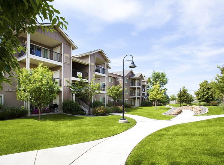 Island View Apartments_Richland WA_Community Walkways