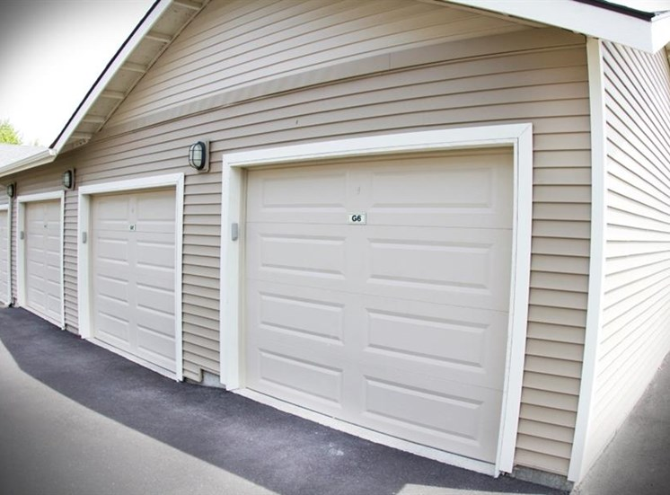 Island View Apartments_Richland WA_Garages