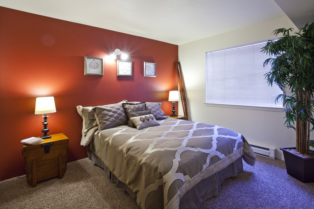 Whimsical Pig Apartments Spokane Valley, Washington Spacious BedroomBedroom