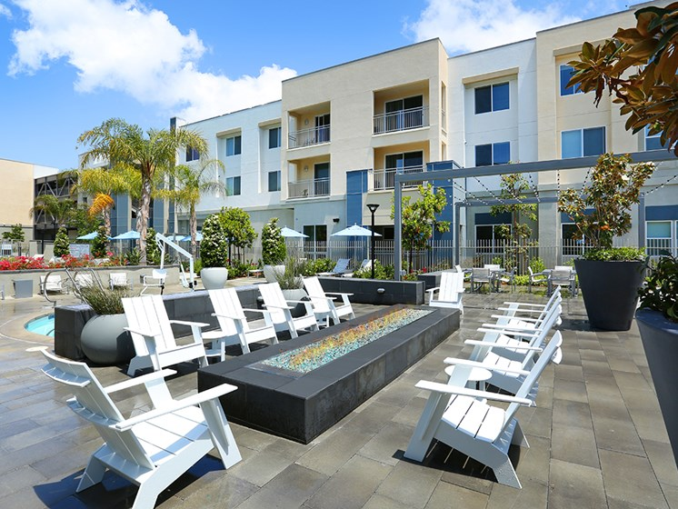 Mosaic Apartments_Oxnard CA_Outdoor Fire Pit
