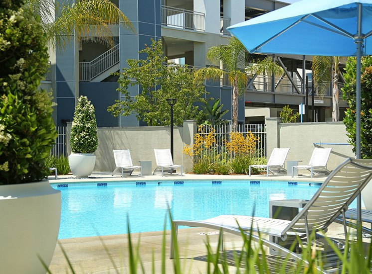 Mosaic Apartments_Oxnard CA_Pool Lounge