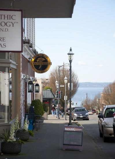 Easy Dining and Shopping Nearby at Trillium Apartments, Edmonds, Washington