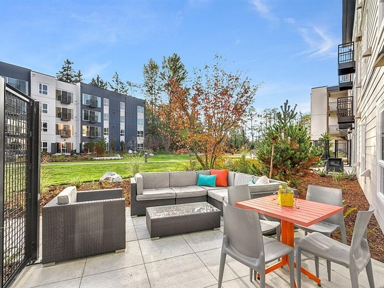 Outdoor Dining Options and Relaxing Area at Trillium Apartments, Washington, 98026