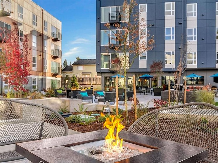 Outdoor Seating And BBQ at Trillium Apartments, 4902 148th Street, WA 98026