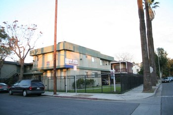3620 Budlong Avenue 2-3 Beds Apartment for Rent Photo Gallery 1