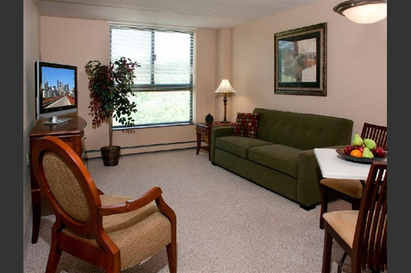 The Wellington Senior Living Apartments 2235 Rockwood Avenue St Paul Mn Rentcaf