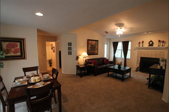 The ethans apartments 8300 north hickory kansas city mo rentcaf for Cheap one bedroom apartments in kansas city mo