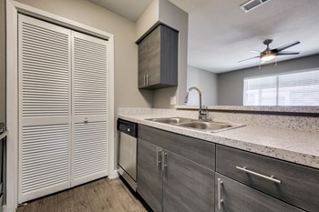 2605 Franklin Dr 1-2 Beds Apartment for Rent Photo Gallery 1