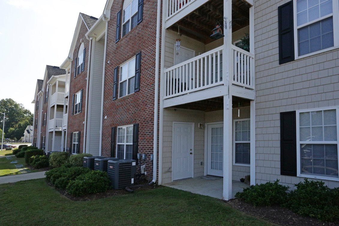 Hidden lake apartments apartments in fayetteville nc for Custom home builders in fayetteville nc