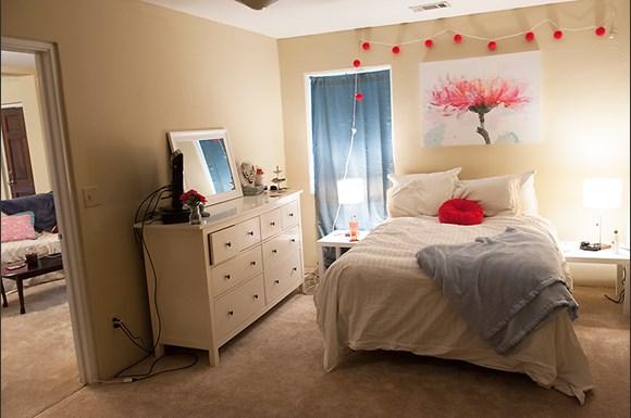Shamrock downs apartments 1402 9th street tuscaloosa al rentcaf for Cheap 1 bedroom apartments in tuscaloosa al