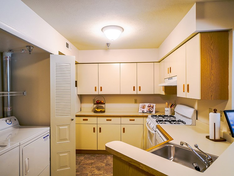 Fully Equipped Kitchen at Byron Lakes Apartments, Byron Center, 49315