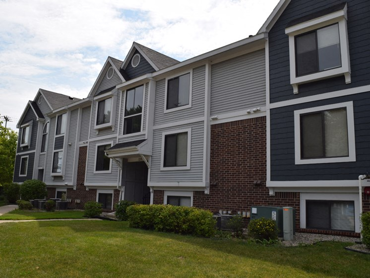 Expansive Windows at Canal Club Apartments, Lansing, 48917