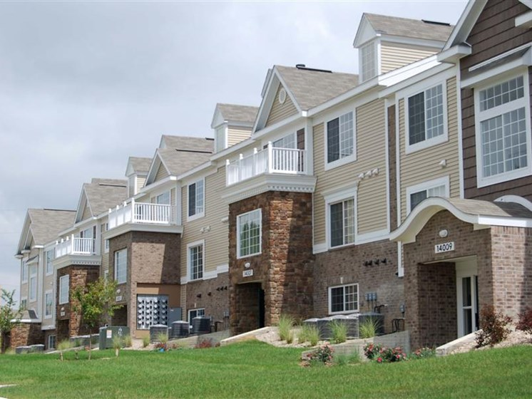 Exterior View of Property at Colonial Pointe at Fairview Apartments, Nebraska