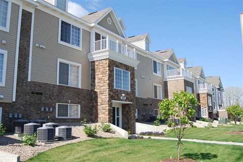 Expertly-Landscaped Grounds at Colonial Pointe at Fairview Apartments, Nebraska, 68123