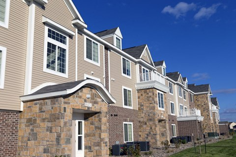 Exterior View With Architectural Details at Fieldstream Apartment Homes, Ankeny, 50023