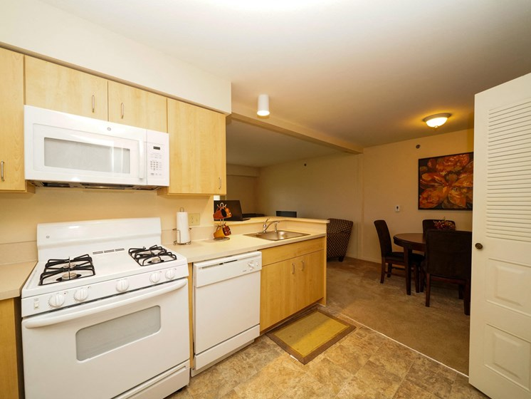 Fully-Equipped Kitchen at Fieldstream Apartment Homes, Iowa