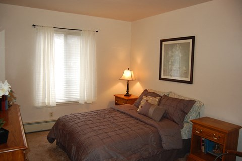 Well Appointed Bedroom at Glen Oaks Apartments, Muskegon, MI, 49442