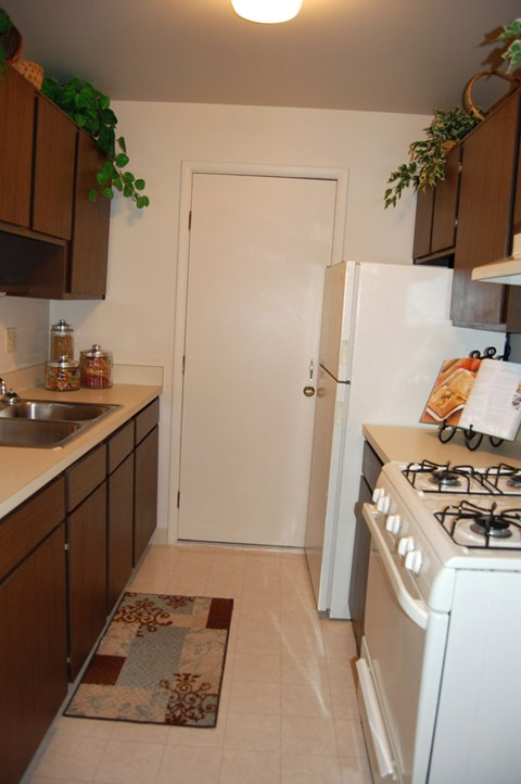 Kitchen With Custom Cabinetry at Glen Oaks Apartments, Muskegon, MI