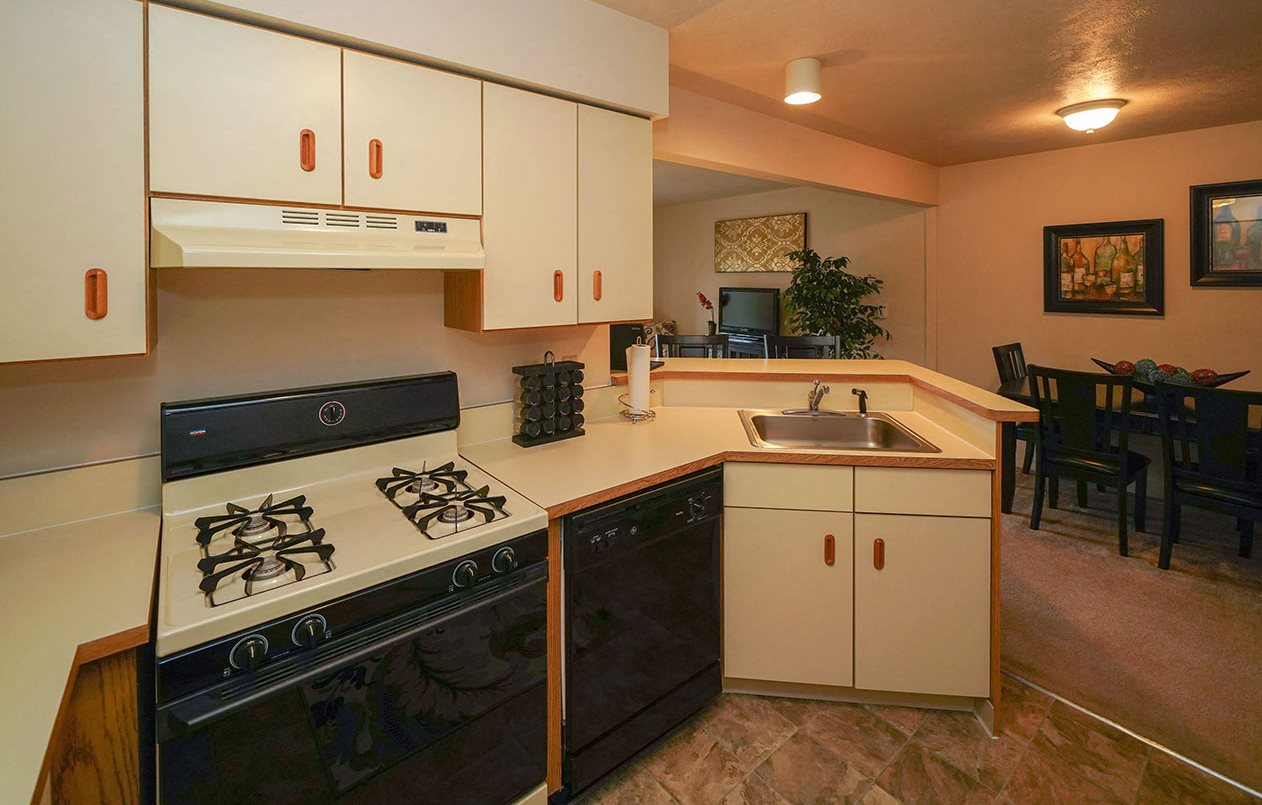Well Equipped Kitchens at Glenn Valley Apartments, Battle Creek 49015