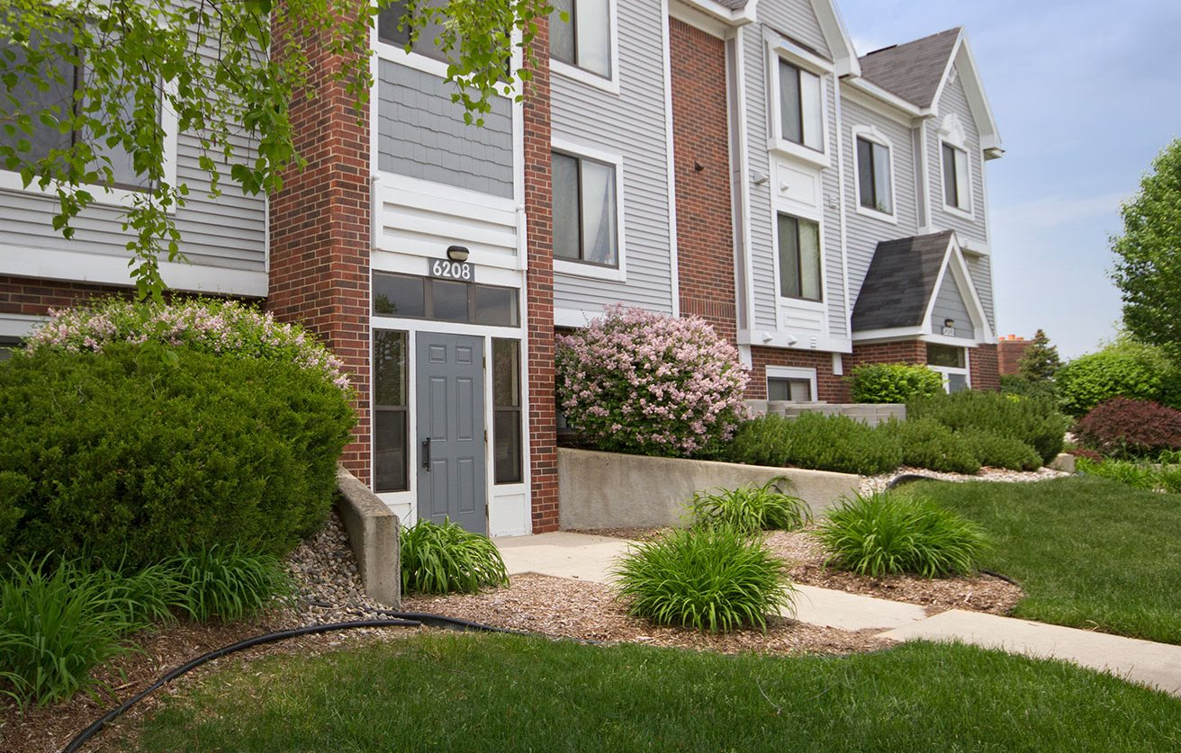 Maintained Landscaping at Liberty Mills Apartments, Fort Wayne, IN